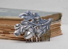 This sweet silver acorn hair comb is a beautiful nod to your Autumn wedding season. Acorn And Oak, Touch Of Gray, Vintage Hair Combs, Hair Heaven, Vintage Fashion, Vintage Style, Style Hair, My Style, Autumn Wedding