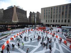 A pop-up roller rink underneath the High Line! This #LQC intervention turned an underutilized lot into a disco-era public space. It even had old-school roller skates for rent and live DJs. #Placemaking