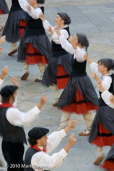 Gaztedi Dantzari Taldea dance group perform traditional Basque dances in Plaza Nueva during Aste Nagusia, Bilbao, Pais Vasco / Basque Country, Spain by Mark Baynes, via Flickr