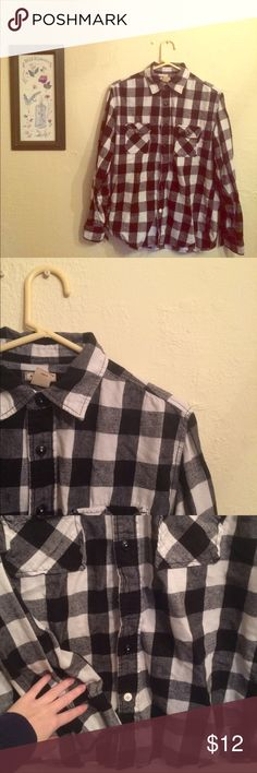 3 for $20 black & white flannel super comfy! Men's size medium, but would definitely suit a lady as well 💅🏼 preloved, as there is some pilling- still completely wearable. 2 pockets in the front, one white button on the bottom 😇 Arizona Jean Company Shirts Casual Button Down Shirts