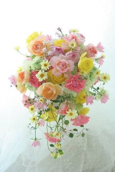 A pretty cascading spring wedding bouquet. Pastel Flowers, Fresh Flowers, Beautiful Flower Arrangements, Floral Arrangements, Bunch Of Flowers, Beautiful Flowers, Arte Floral, Flower Bouquet Wedding, Floral Bouquets