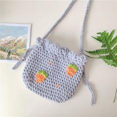 Diy Crochet Bag, Diy Crochet Projects, Kawaii Crochet, Crochet Daisy, Cute Crochet, Crochet Crafts, Yarn Crafts, Crochet Clothes, Knit Crochet