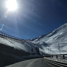 Jako James Bond... #hory #cesta #cestovani #trip #mountains #italy #winter #❄️ #🇮🇹 Italy Winter, James Bond, Mountains, Garden, Nature, Travel, Instagram, Garten, Naturaleza