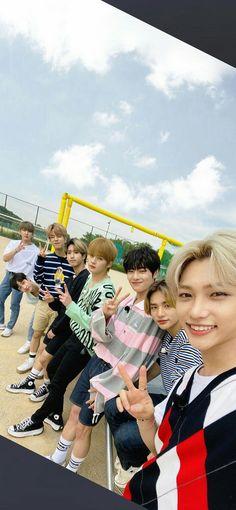 Kids Wallpaper, Wallpaper Iphone Cute, Cute Wallpapers, Felix Stray Kids, Kid Memes, My Little Baby, Lee Know, Kpop Boy, Pop Group