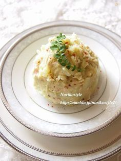 マヨネーズを使わずに、アボカドを使って。酸味のあるポテトサラダがお好きな方にオススメです。