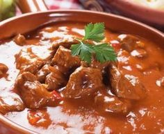Beef Goulash from Chef Franco Lania! Healthy Mummy Recipes, Meat Recipes, Cooking Recipes, Hungarian Recipes, Italian Recipes, Cocotte Staub, Paprika Recipes, Easy Beef Stew, Beef Goulash