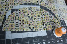 Tuto couture: the reversible round tote bag Free Pattern, Tote Bag, Creative, Diy, Jute, Crochet, Hand Bags, Sewing Projects, Scrappy Quilts