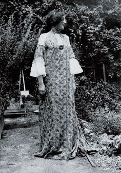 Emilie Flöge - Dressing the Woman in Gold: The Unknown Bohemian Designer behind Klimt's Paintings