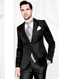 Para os noivos que desejam uma linha mais moderna, a Black Tie Couture oferece com exclusividade a grife italiana Carlo Pignatelli. Com cortes retos e enxutos, ideal para os noivos que buscam muita elegância no altar!