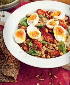 Cuscuz marroquino com tomates assados, grão-de-bico e ovos cozidos - Panelinha - Receitas que funcionam