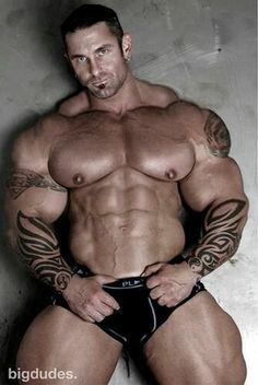 .A Big Dude !!!!!!!!!!!!!!!!! Wow. Ink. Muscle.