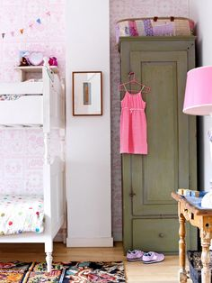 Pink girls room with brocant bunk | Styling Inge van Lieshout | Photographer Louis Lemaire - Inside Homepage | vtwonen July 2014
