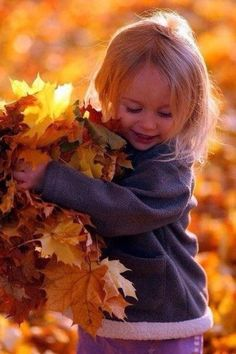 Inspiration to make the most beautiful pictures of your children with autumn Fall Pictures, Fall Photos, Fall Pics, Foto Baby, Autumn Photography, Fall Children Photography, Outdoor Photography, Photography Props, Jolie Photo