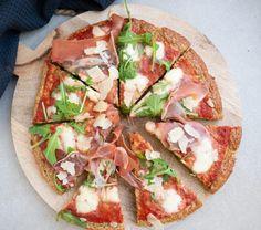 Sundere pizza med serranoskinke og rucola | Mummum.dk Vegetable Pizza, Tacos, Baking, Vegetables, Ethnic Recipes, Food, Patisserie, Veggie Food, Bread