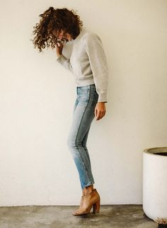 Pullover + jeans + brown bootied