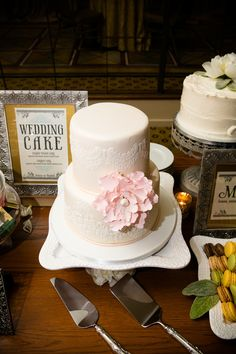 Would love this as one of a few mini wedding cakes. #DonnaMorganEngaged