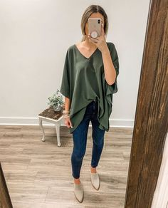 Casual Outfit Frauen, flache Schuhe tragen, Freizeit Look Outfits 2019 Outfits casual Outfits for moms Outfits for school Outfits for teen girls Outfits for work Outfits with hats Outfits women Casual Work Outfits, Professional Outfits, Mom Outfits, Spring Outfits, Cute Outfits, Beautiful Outfits, Trendy Outfits, Girly Outfits, Fall Teacher Outfits