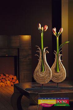floral design by Irina Knyazheva Deco Floral, Arte Floral, Floral Design, Ikebana, Modern Flower Arrangements, Cardboard Crafts, Flower Designs, Flower Art, Paper Flowers