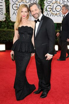 Leslie Mann & Judd Apatow coordinate in black at the #goldenglobes