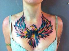 Bunter Vogel Brust Tattoo