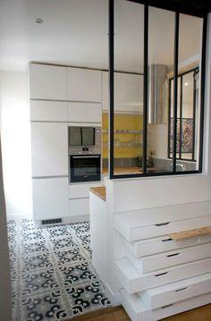 carrelage Apartment Interior, Apartment Design, Kitchen Interior, Kitchen Canopy, Small Appartment, Interior Decorating, Interior Design, Herd, Home Kitchens