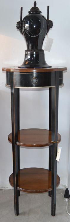 Pedestal  md.373-2 cerezo bicolor  Medidas: 0,50 largo x 0,50 fondo x 1,20 alto.  Consultar precio con descuento especial. Unidades disponibles 2