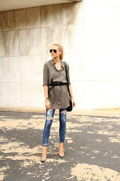 fashion-jackson-ray-ban-black-aviator-sunglasses-belted-shirtdress-ripped-skinny-jeans-snake-print-pumps