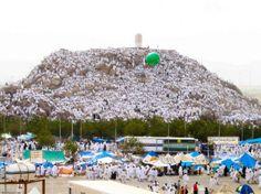 """Arafat: Vakfe bir yerde bir süre durmak veya beklemek demektir. Arafat vakfesi önemli ve titizlik gerektiren bir rükündur. Hz. Peygamber'in """"Hac, Arafat'tan ibarettir"""" hadisi Arafat vakfesinin önemini göstermektedir."""