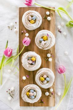 Meringue nests for Easter Easy Easter Desserts, Kid Desserts, Easter Treats, Easter Recipes, Dessert Recipes, Dessert Food, Nester, Tiramisu Dessert, Easter Party