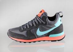 Nike wmns Internationalist Mid (Medium Ash / Hyper Turquoise - Light Ash - Hyper)