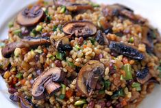 Arroz yamani con aduki y portobellos. Rice Recipes, Vegetable Recipes, Vegetarian Recipes, Healthy Recipes, Healthy Eating Tips, Clean Eating Recipes, Healthy Food, Arroz Risotto, Deli Food
