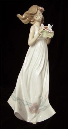 """LLADRO LARGE PORCELAIN FIGURINE """"BUTTERFLY TREASURES"""""""