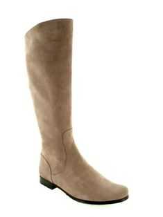 Hand and custom made, suede calf leather low heel boot.