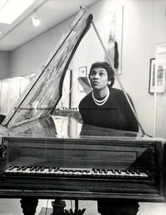 Leontyne Price posing behind harpsichord (date unknown)