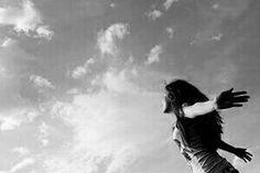 Olhe para o céu, o amor vem de lá.   Padre Fábio de Melo