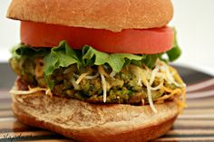 Chickpea Veggie Burgers Spinach and Chickpea Veggie Burger - This is delicious! Even my meat eater boys loved it!Spinach and Chickpea Veggie Burger - This is delicious! Even my meat eater boys loved it! Vegetarian Lifestyle, Vegan Vegetarian, Vegetarian Recipes, Cooking Recipes, Healthy Recipes, Going Vegetarian, Yummy Recipes, Pesco Vegetarian, Yummy Food