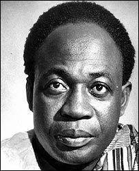 Kwame Nkrumah :1909 - 1972. Homme politique indépendantiste et panafricaniste Ghanéen. Il fut 1er ministre 1957 à 1960 puis président du Ghana 1960 à 1966.   Il oblige le Royaume-Uni à concéder l'indépendance, qui est proclamée le 6 mars 1957 et en profite pour remplacer le nom colonial du pays Gold coast par Ghana. En plus de revendiquer l'indépendance immédiate de l'Afrique, il prône la formation d'une identité supranationale : les « États-Unis d'Afrique »