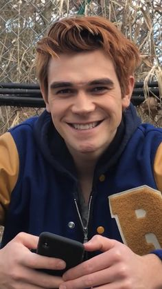 You're so fuckin precious when you smile❤ Archie Andrews Riverdale, Riverdale Archie, Kj Apa Riverdale, Riverdale Cast, Aj Kapa, Justin Bieber, James Fitzgerald, Riverdale Characters, Cole Sprouse