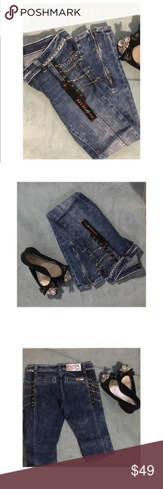 Virgin Only Denim Jeans 👖 Sz27. NWT Virgin Only Denim Jeans 👖 Sz27. NWT. Amazing quality. Heavy denim. Great detailing. Zip at ankles. These run small maybe 1-2 sizes. Would fit 24/25 better. Adorable and stylish. Fashion statement jeans! Jeans Skinny