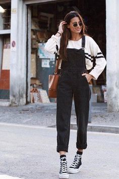 Street Style Outfits, Mode Outfits, Fall Outfits, Fashion Outfits, Dress Outfits, Black Overalls Outfit, Dungarees Outfits, Overalls Fashion, 90s Outfit