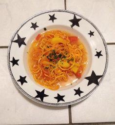 Gemüsenudeln und Suppe. Ich liebe meinen neuen veggie twister!