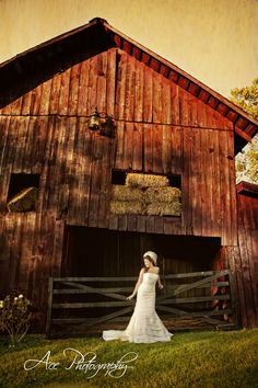 gonna have to talk to my neighbor and see if he will let me take a wedding pic in front of his vintage old red barn