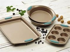 Rachael Ray Cucina 4-pc. Nonstick Bakeware Set: Agave at Rachael Ray Store