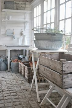 Farmhouse chic potting shed Shabby Vintage, Shabby Chic, Potting Sheds, Potting Benches, Farmhouse Chic, Farmhouse Garden, Cottage Style, Cool Ideas, Beach House