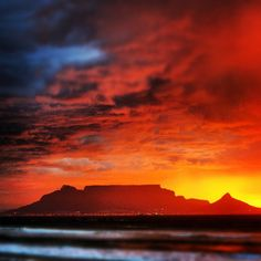 Table Mountain from Bloubergstrand a suburb about 20 minutes drive from central Cape Town on the Atlantic Ocean. Beautiful Places, Beautiful Pictures, Cape Town South Africa, Table Mountain, Travel Planner, Rest Of The World, Places To Travel, Travel Destinations, Atlantic Ocean