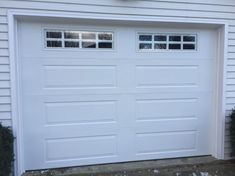 Your garage door is the biggest moving part of your entire home. Garage door is also the mobile part of your home that covers and safe your vehicles and here you can get the best garage door maintenance tips. Garage Door Windows, Best Garage Doors, Overhead Garage Door, House Front Door, Windows And Doors, Front Door Paint Colors, Painted Front Doors, Front Door Design, Front Door Decor