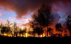 Brand, of... Fotograaf: SamDijkstra Gelukkig geen brand maar een zonsondergang genomen in Makkum bij het strand Gr Sam