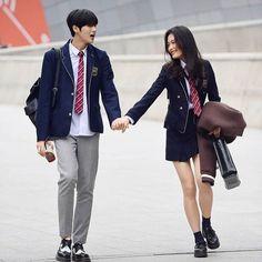 Korean Uniform School, School Uniform Outfits, Korean Outfits School, Ulzzang Couple, Ulzzang Girl, Korean Couple, Korean Girl, Couple Aesthetic, Aesthetic Clothes
