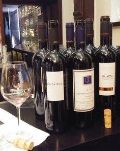 Portugalin viinejä. #viini#wines#winelover#winegeek#instawine#winetime#wein#vin#winepic#wine#wineporn herkkusuu #lasissa #Herkkusuunlautasella