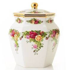 Royal Albert Old Country Roses Biscuit Jar Made of Porcelain. Dimensions: x Signed by Michael Doulton Official Ambassador Michael Doulton is the great, great grandson of the. Royal Albert, Teapots And Cups, China Painting, Ginger Jars, China Patterns, Vintage China, Vintage Crockery, Tea Cup Saucer, Royal Doulton